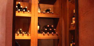 porte de votre cave à vin : vitrée ou pleine
